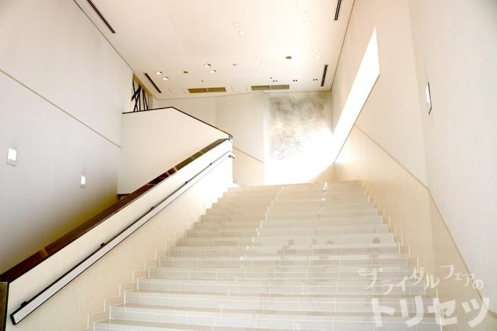 アルカンシエルリュクスマリアージュ名古屋の室内階段の画像