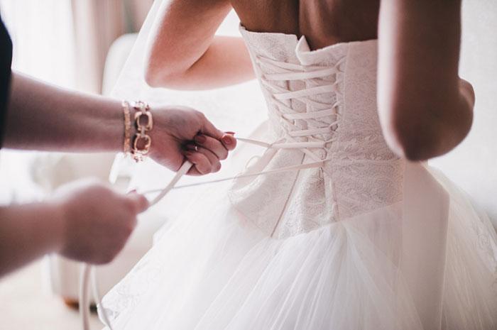 ドレス着付けの画像