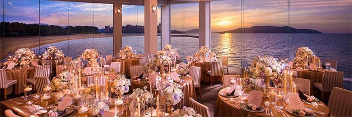 夜の結婚式場の画像