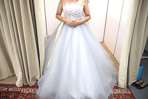 ウェディングドレスの試着画像