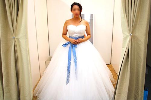 ウェディングドレスの試着姿