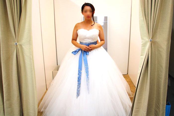 ウェディングドレス試着の画像