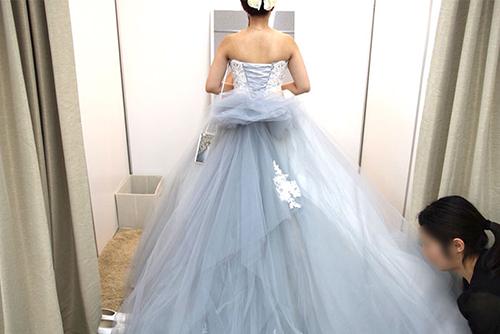 カラードレスの試着画像