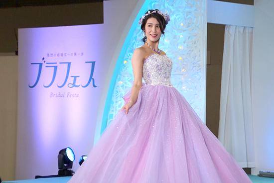 ハナユメブライダルフェスタで開催されたドレスショー